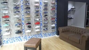 El gerente de Atmósfera Sport Black en Valencia nos abre las puertas de su tienda