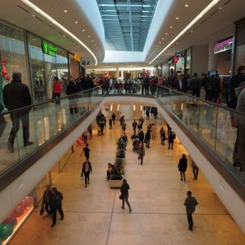 Los consumidores siguen prefiriendo comprar los artículos de deporte en la tienda física
