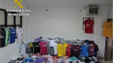 La Guardia Civil incauta prendas deportivas falsas en Alicante