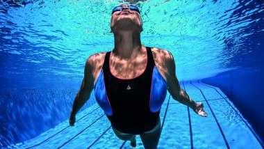 Aqua Sphere presenta el bañador Gianna con hilo reciclado