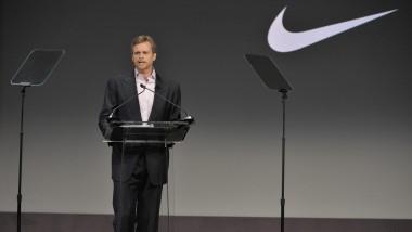 El director general de Nike planta cara a Donald Trump
