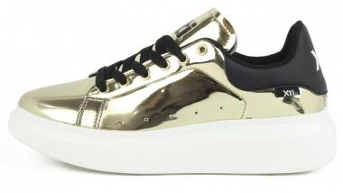 Las mirror sneakers de Xti deslumbran en la calle