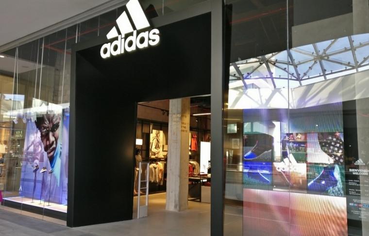 suicidio perro Practicar senderismo  adidas-tiendas-de-deporte-centro-comercial-puerto-venecia-zaragoza-tiendas-de-deporte_crop_safsdfs89871  - Diffusion Sport