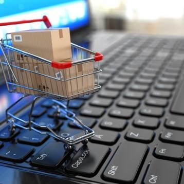 El textil sigue liderando el comercio online, que crece un 2,5%