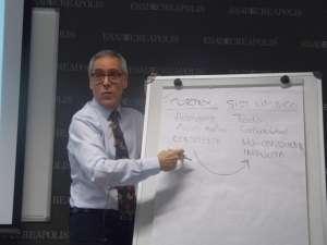 Lluís Martínez Ribes es profesor titular en Esade