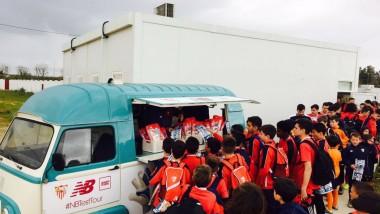 New Balance pone a prueba sus guantes con las categorías inferiores del Sevilla FC