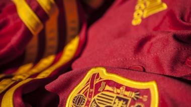 Adidas anuncia batalla ante la Federación Española de Fútbol