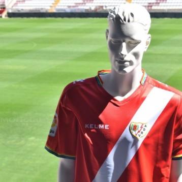 Kelme consuma su  fuerte apuesta por el fútbol con nuevos patrocinios