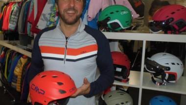 CMP avanza un 10% y suma cascos y guantes a su oferta