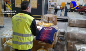 incautadas falsificaciones de equipaciones de clubes ingleses y españoles de fútbol