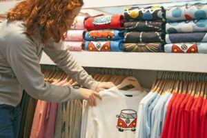 los precios del textil y el calzado registran un aumento menor que el general