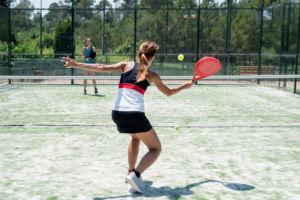 informe sobre deportes de raqueta como tenis y pádel