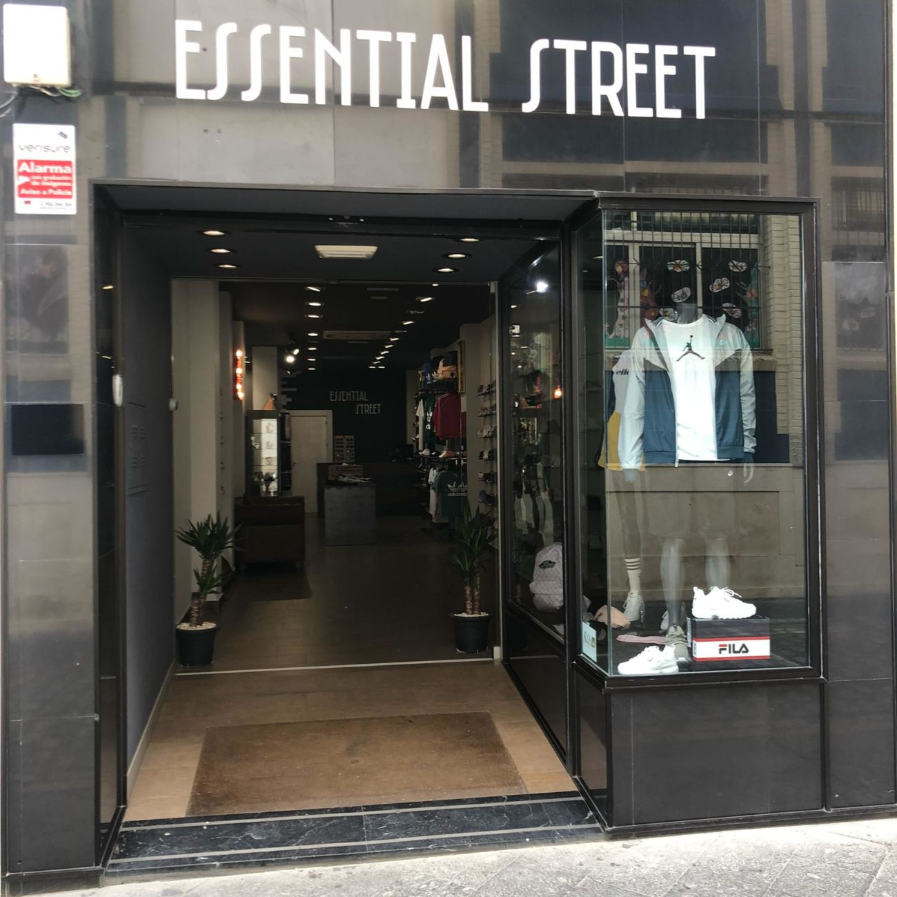 474c7f728 Essential Street tiendas de deporte y moda deportiva de Deportes Cronos