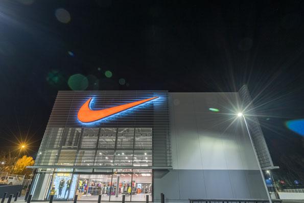 Fanático Post impresionismo pecador  Nike inaugura su espectacular Factory Store en La Roca - Diffusion Sport
