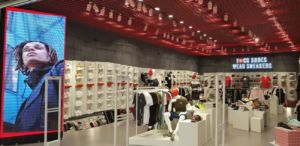 Base abre su duodécima tienda Wanna Sneakers en Alicante