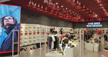 Base abre su duodécima tienda Wanna Sneakers en Alicante