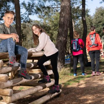 Chiruca acompaña a los niños en sus primeros pasos en senderismo
