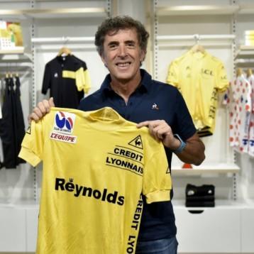 Le Coq Sportif rinde homenaje a Pedro Delgado a los 30 años de su victoria en el Tour