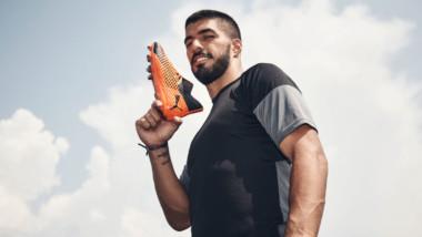 Puma gana protagonismo en el fútbol calzando a Luis Suárez