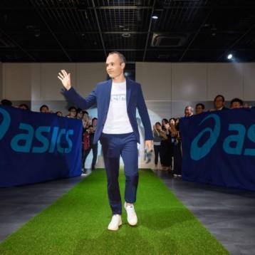 Asics convierte a Iniesta en embajador de la firma nipona