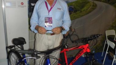 Conor pedalea en Marruecos con la vista en Sudamérica