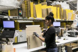 visita al centro logistico de Amazon en El Prat de Llobregat