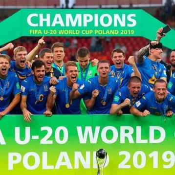 Joma celebra el Mundial sub-20 de Ucrania