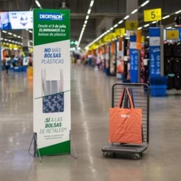 Decathlon lidera la supresión de bolsas de plástico en la distribución deportiva