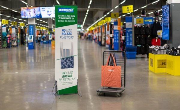 Decathlon suprime las bolsas de plástico y de papel