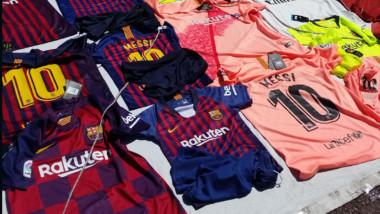 El mercado ilegal se adelanta al autorizado en la venta de la nueva equipación del Barcelona