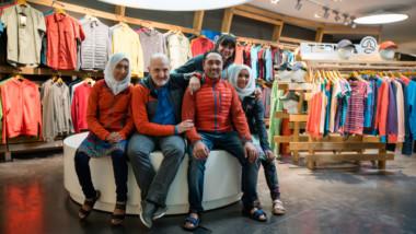 Ternua recibe la visita de dos jóvenes pakistaníes del proyecto Hushé