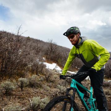 Gore Wear aborda los desafíos del mountain bike con dos cómodas chaquetas