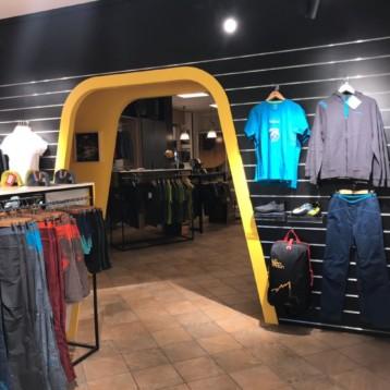 Goma2 abre una tienda de escalada junto a La Sportiva