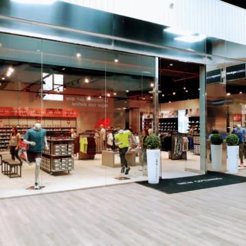 New Balance inaugura su tienda outlet más grande de España