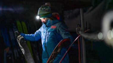 La chaqueta Whitewall Lifaloft de Helly Hansen afronta el invierno con un aval dorado