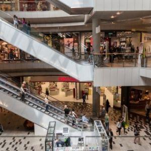 el retail invierte en España 105 millones al mes