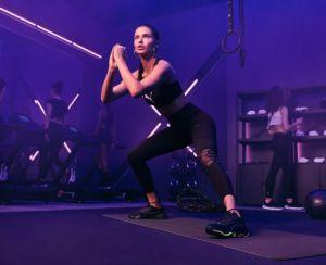 Adriana Lima presenta las nuevas zapatillas femeninas de entrenamiento de Puma