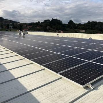 La filial ibérica de New Balance instala una planta fotovoltaica en su sede