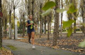 las razones para la mujer para practicar running
