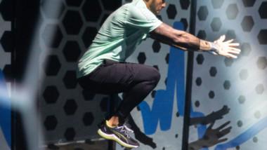 Puma recurre a Lewis Hamilton para presentar unas nuevas zapatillas