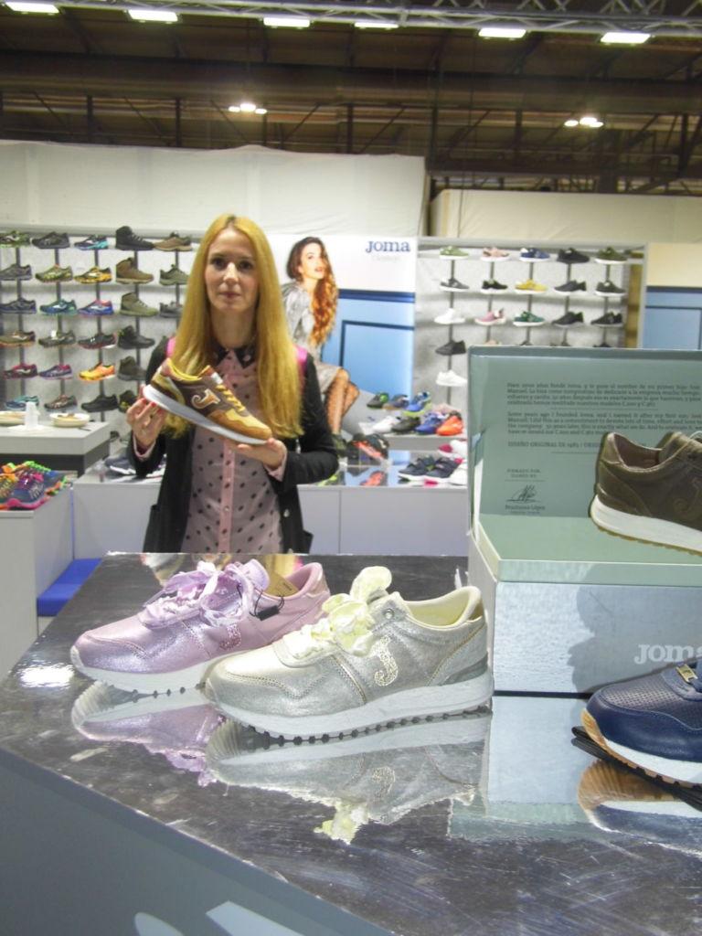 Joma participa en Micam con sus propuestas de calzado de moda deportiva