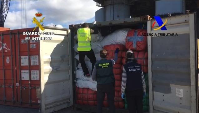 la Guardia Civil incauta 52.000 prendas falsificadas