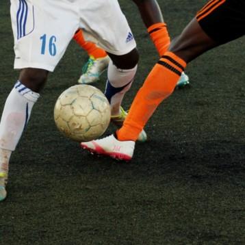 Nike y Adidas solo dejan escapar uno de cada cinco pares de botas de fútbol