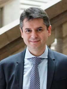 Alejandro Escribá es director de la Cátedra de Empresa Familiar de la Universidad de Valencia