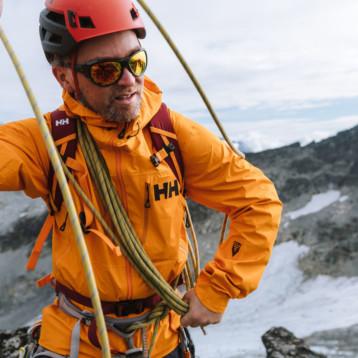 Helly Hansen propone la mejor compañera para coronar cumbres tras el confinamiento