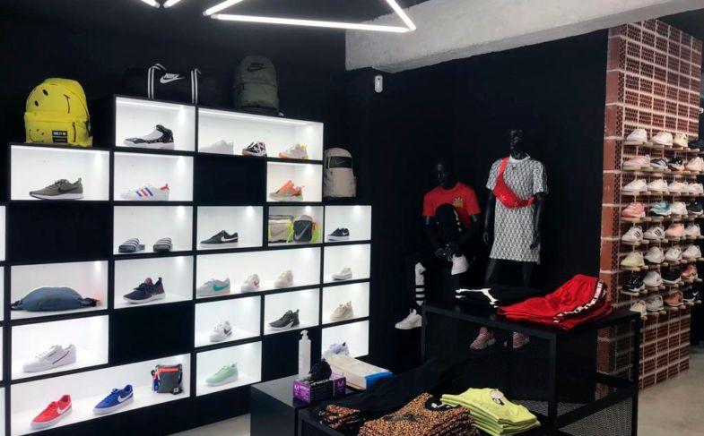 tiendas-de-deporte-atmosfera-sport-black-benidorm- at 10.19.16 (1)