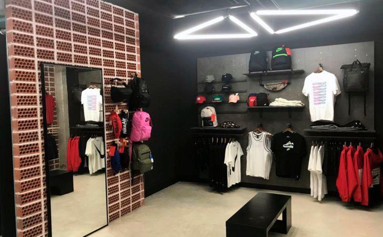 tiendas-de-deporte-atmosfera-sport-black-benidorm- at 10.19.17 (2)