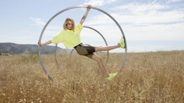 Puma invita a rodar con las zapatillas de training Rise Neon