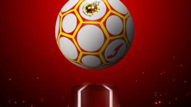 Joma muestra el balón oficial de los play-off de fútbol sala
