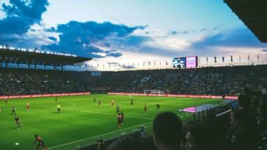 El retorno de la Liga multiplica la demanda de réplicas de fútbol pero hunde sus precios